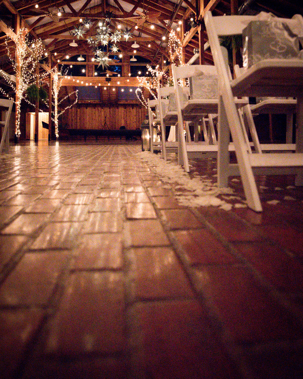Rustic Winter Wedding Kiana Lodge Poulsbo Rainy Day-29.jpg
