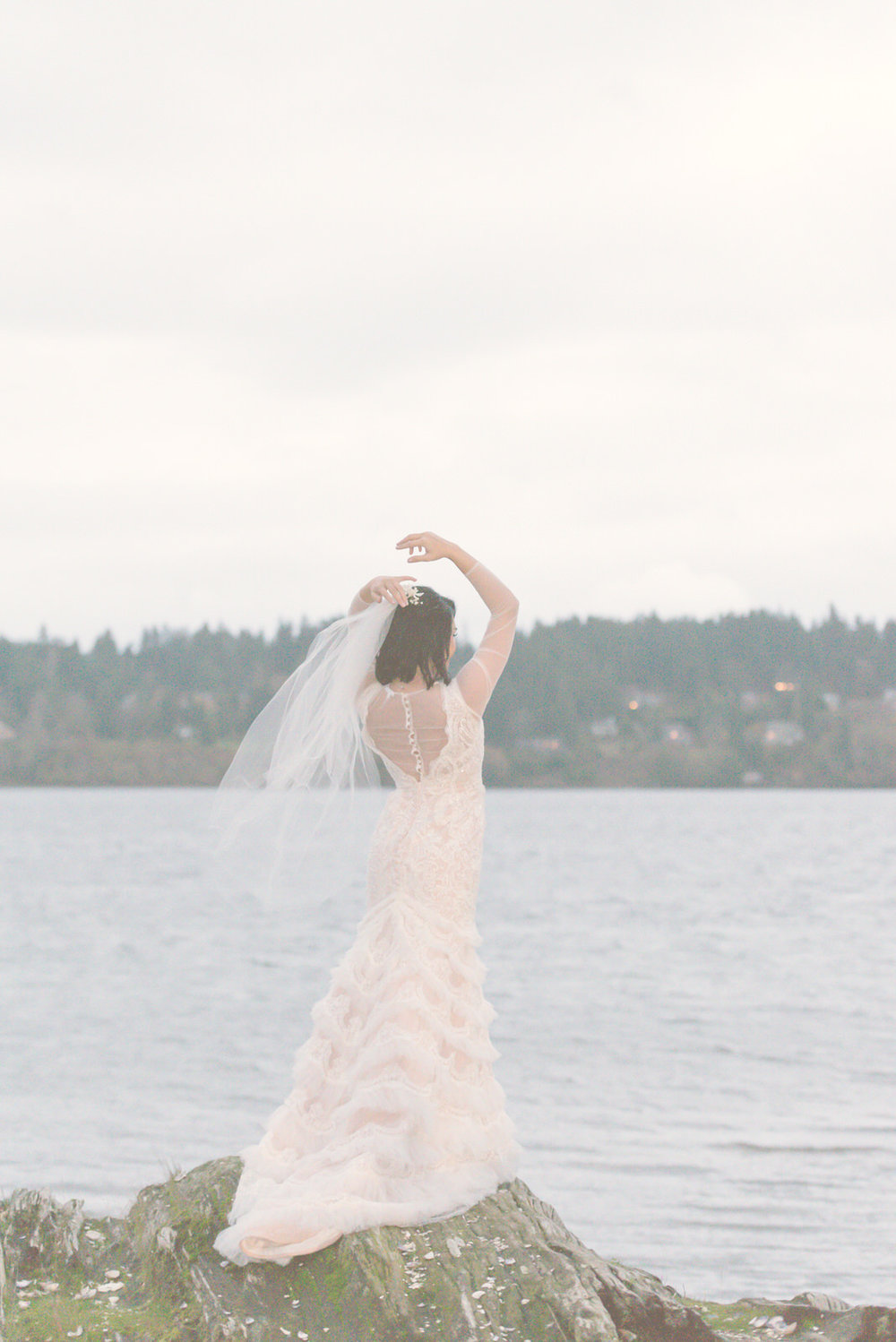 Rustic Winter Wedding Kiana Lodge Poulsbo Rainy Day-24.jpg