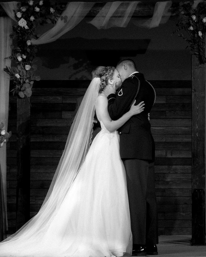 first kiss husband wife Kitsap wedding cservinphotographs.jpg