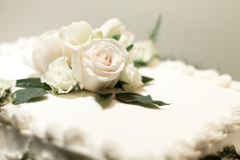 Bride and Groom Wedding Cake Seattle Enumclaw Spring Christina Servin Photographs-1.jpg