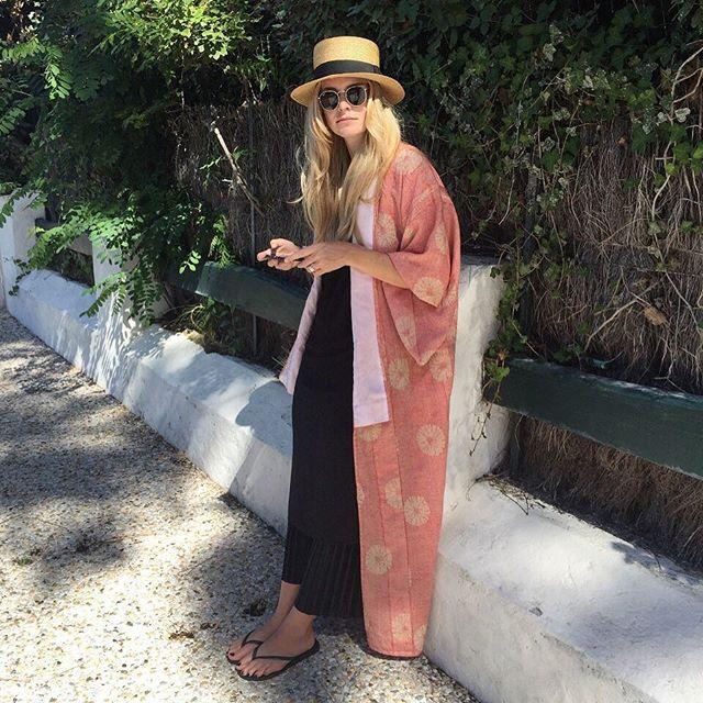 👩🏼+ 👒+ 👘=💛 #Ootd | #InstaFashion | #FashionBlog | #FashionGram | #Fashionista | #FashionBlogger | #Style | #FashionInfluencer | #StyleInfluencer | #PicOfTheDay | #PhotoOfTheDay | #InstaGood | #Holiday | #Summer | #LaCoorNiche | #LaCorniche | #France | #Arcachon | #PylaSurMer | #JapaneseKimono | #Kimono | #Travel | #Traveling | #InstaTravel | #TravelGram