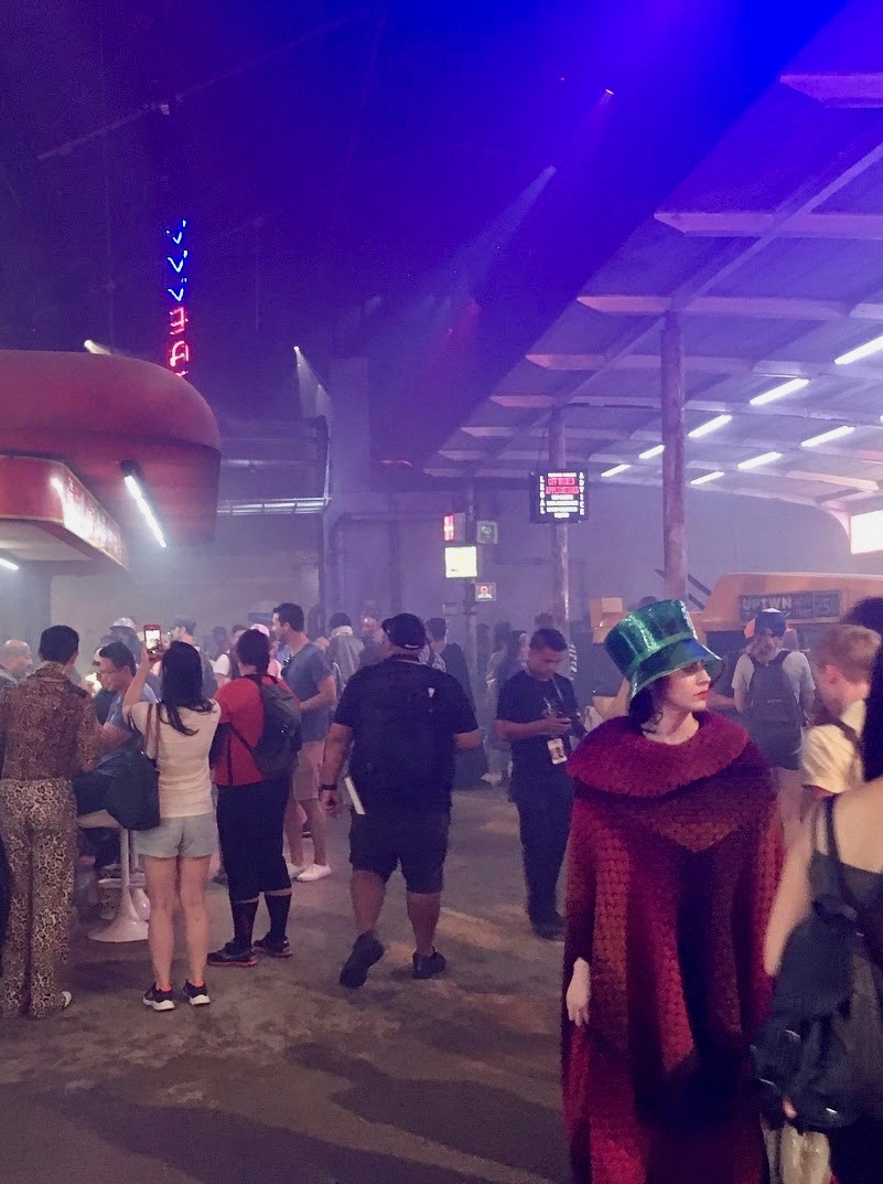 ADRIENNE_WHITNEY_PAPP_MYSTERY_WOMAN_BLADE_RUNNER_EXPERIENCE_COMIC_CON_2017_10.jpg