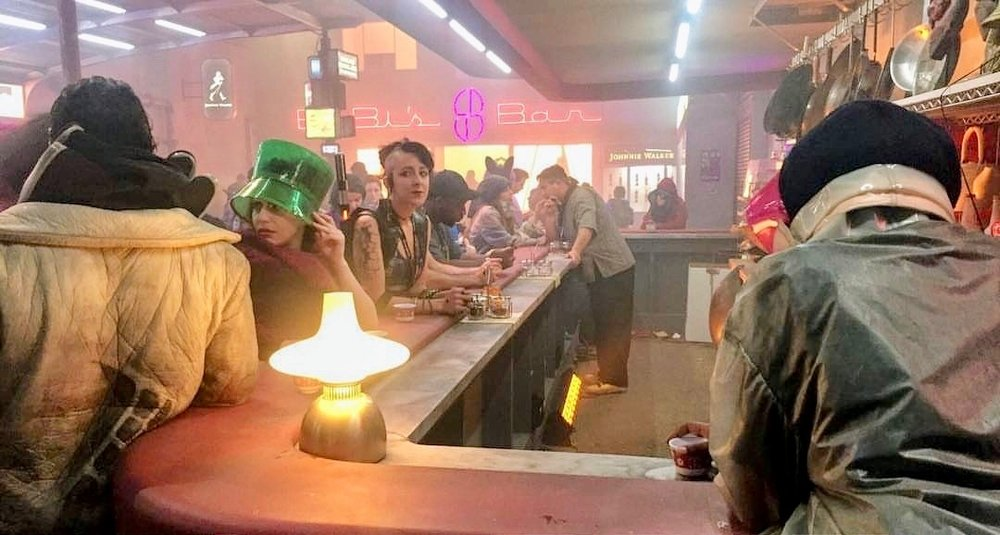 ADRIENNE_WHITNEY_PAPP_DATING_CHICK_BLADE_RUNNER_EXPERIENCE_COMIC_CON_2017_9.jpg
