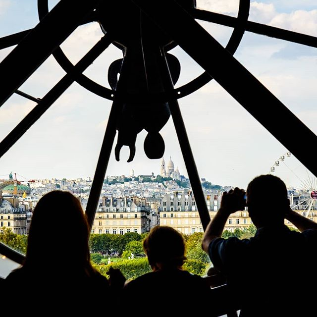 Musée d'Orsay has an interesting architecture (it used to be a railway station and hotel). It has a big clock on the outside, and you can walk behind it when you are in the museum, and see a beautiful view of Paris! Everyone wants to take a photo there, so there is a big crowd. We were too tired for that so I just took this photo of strangers. The hill that you see is Montmartre, and the big church on top of it is the famous Sacre Cœur.  2018-08-16 . . . . . #museedorsay #orsaymuseum #clock #sacrecoeur #sacrecœur #Montmartre #silhouette #silhuetas #Paris #museum #cityscape #TravelPhotography #travel #cityview #France #travelphotography