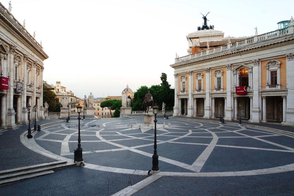 Kameister -  https://commons.wikimedia.org/wiki/File:Piazza_del_Campidoglio_2015.jpg