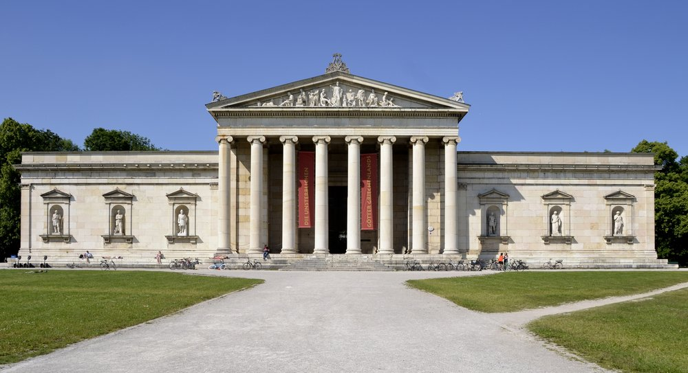 High Contrast -  https://en.wikipedia.org/wiki/File:Glyptothek_in_M%C3%BCnchen_in_2013.jpg