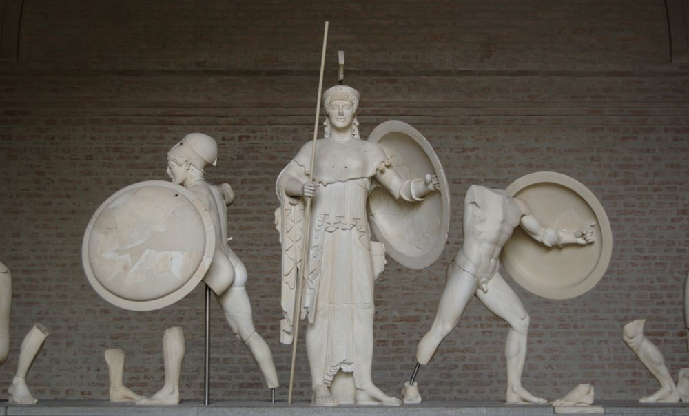 Bibi Saint-Pol -  https://commons.wikimedia.org/wiki/File:Aphaia_pediment_5_central_Glyptothek_Munich.jpg
