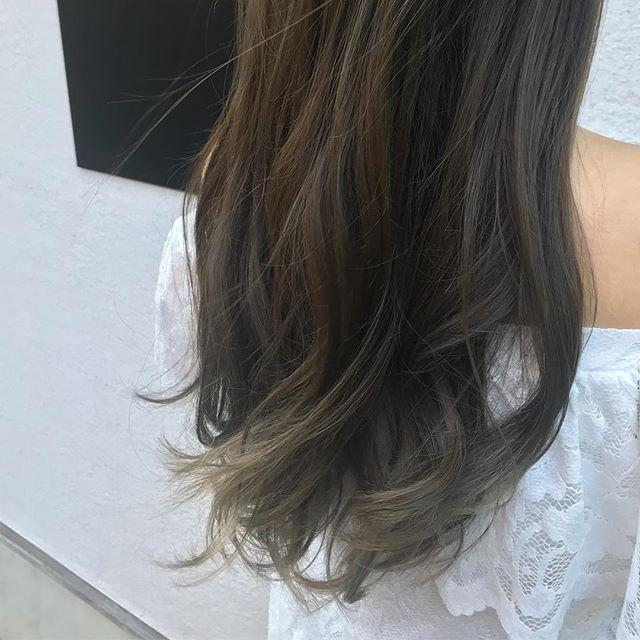 #マットカラー#アッシュカラー#レイヤーロング#ブリーチ#ブリーチカラー#ロレアルパリ #roppongi #lorealparis  髪を傷めないブリーチあります♪ 従来のものより傷まない、明るくなりやすく、ムラになりにくい と全てにおいてパワーアップしてて感動します