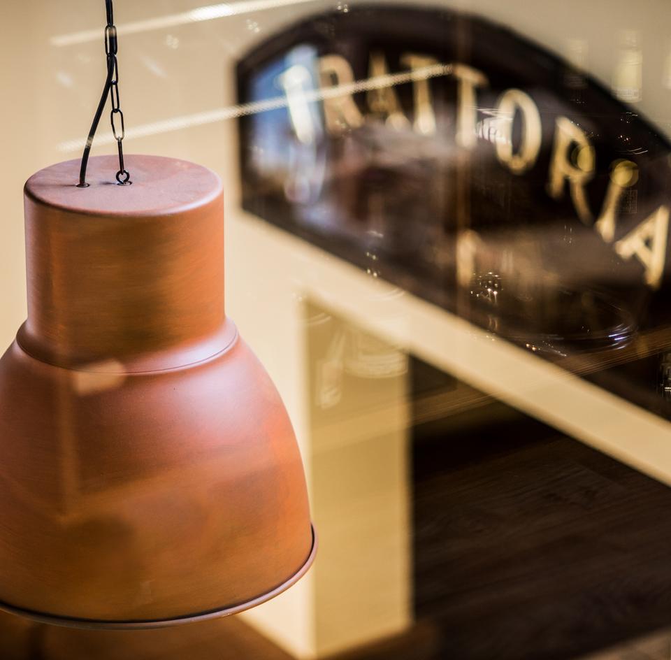Da Romolo alla Mole Adriana - Lamp detail - Trattoria sign