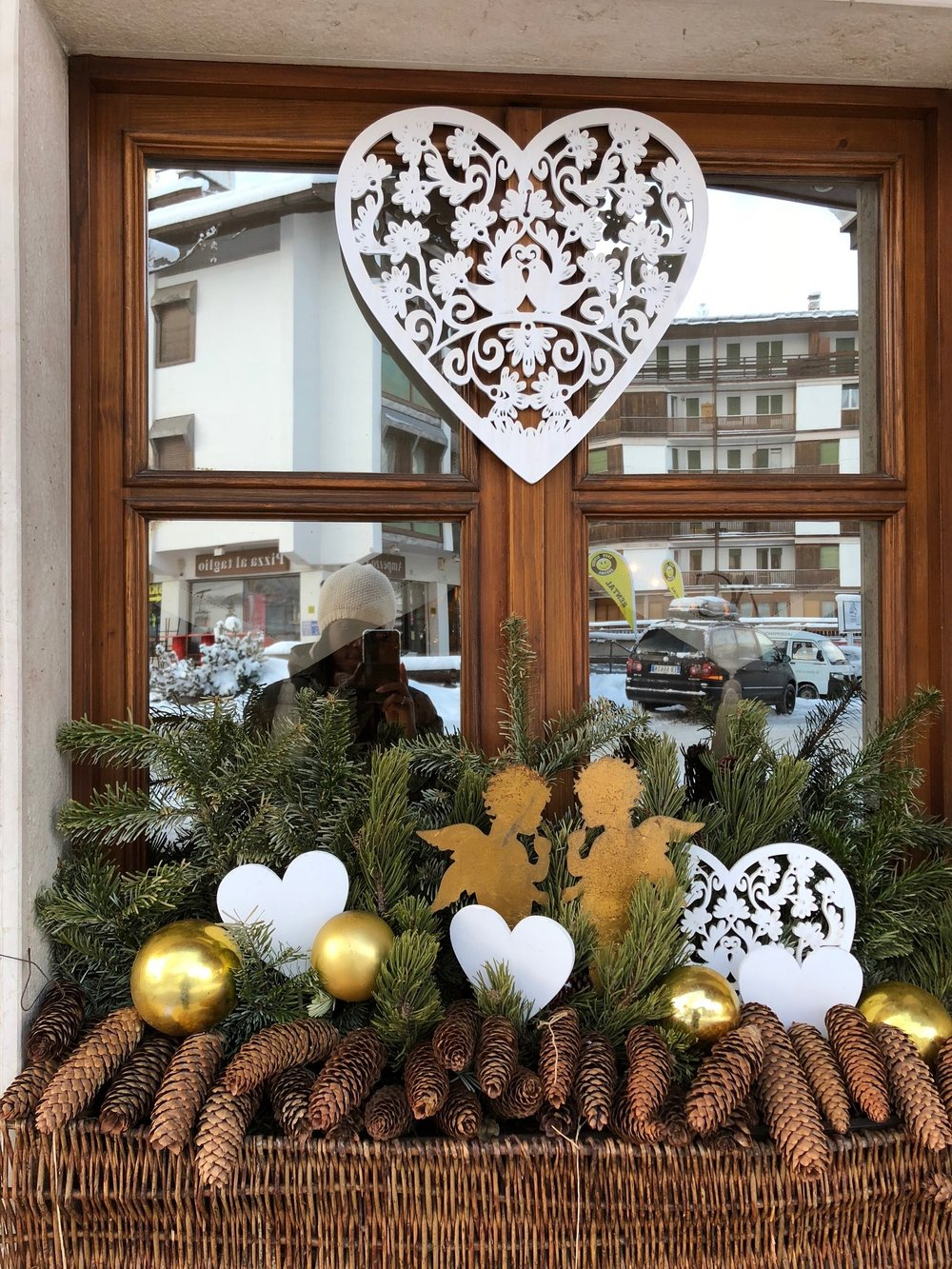 Hotel Ambra Cortina - Hearts in Window