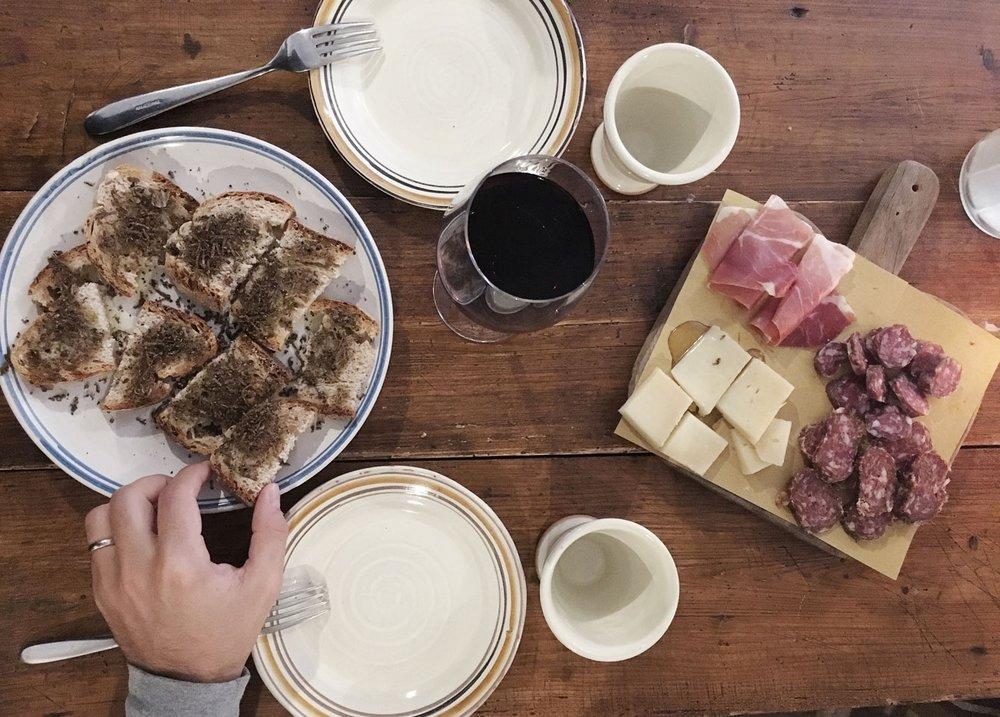 Abruzzo---truffle-hunt-salame---with-hand.jpg