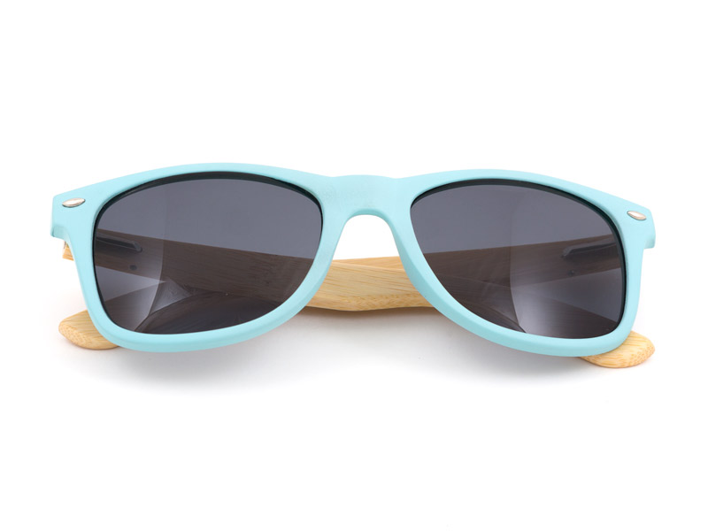 los-sunglasses-fest-blue-folded-arms.jpg