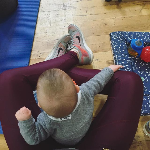 We love having the little ones in to help us make sure our mums are doing every rep properly with no cheating! 👶🏼💙 . ••• . #littlehelper #mummyandme #minime #thismumcan #postnatalfitness #gymtime #nocheating #londonmums #fitmums #bumpsandburpees