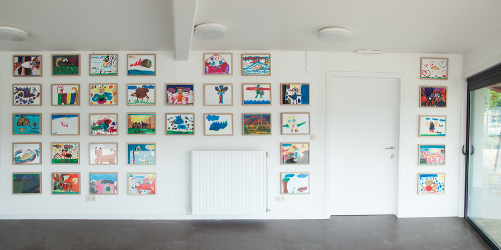 40 paintings, workshop with local children of bilingual schools Kameleon and Les Tourterelles in Anderlecht, entrance park building, 2014