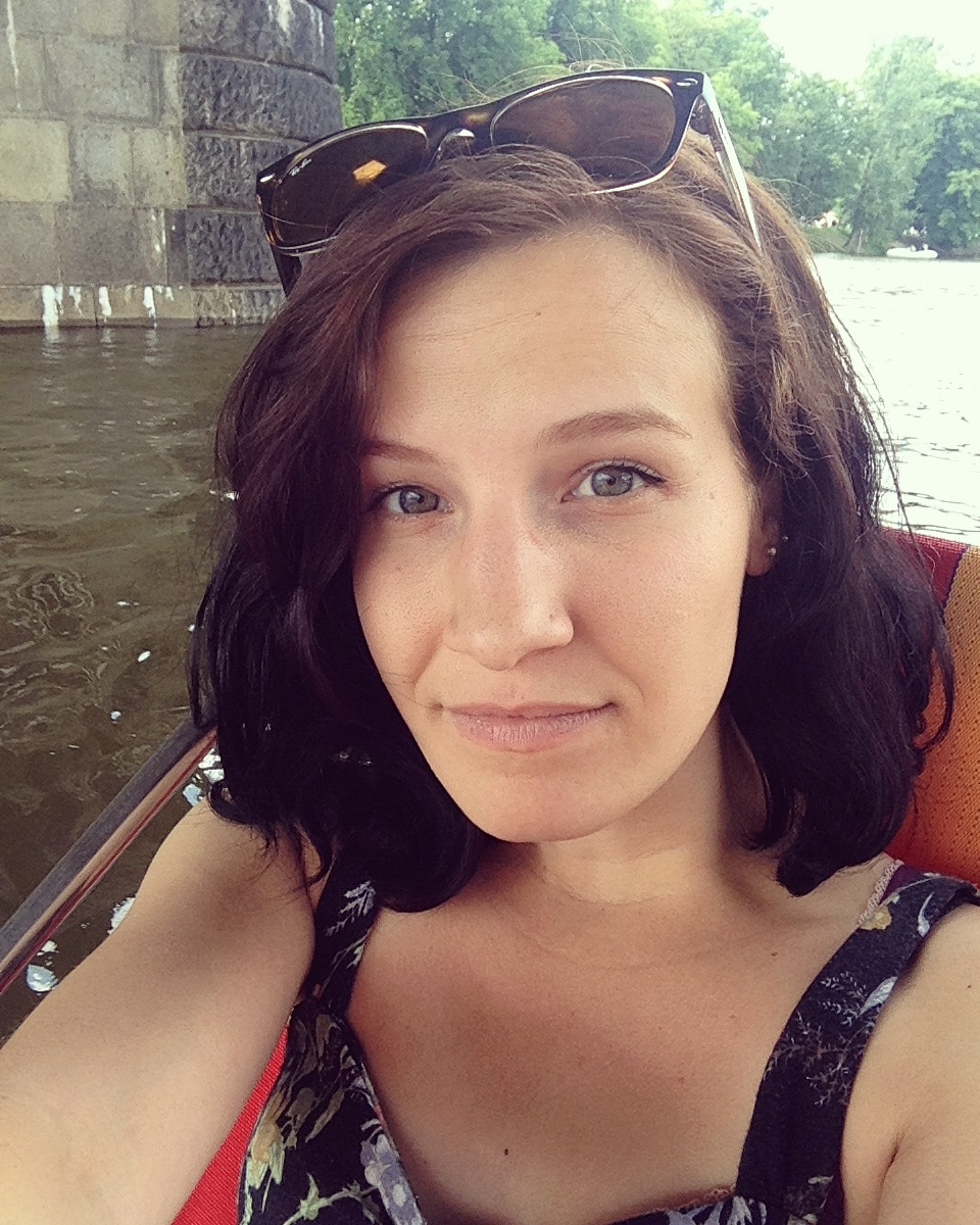 ELISABETH PEDERSEN , 25  ENGLISH TEACHER , PRAGUE