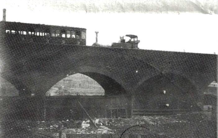 Steam Train on Millwall Viaduct.jpg