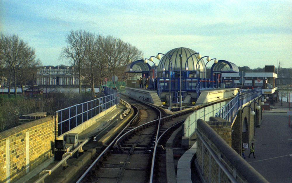 Island Gardens Station.png
