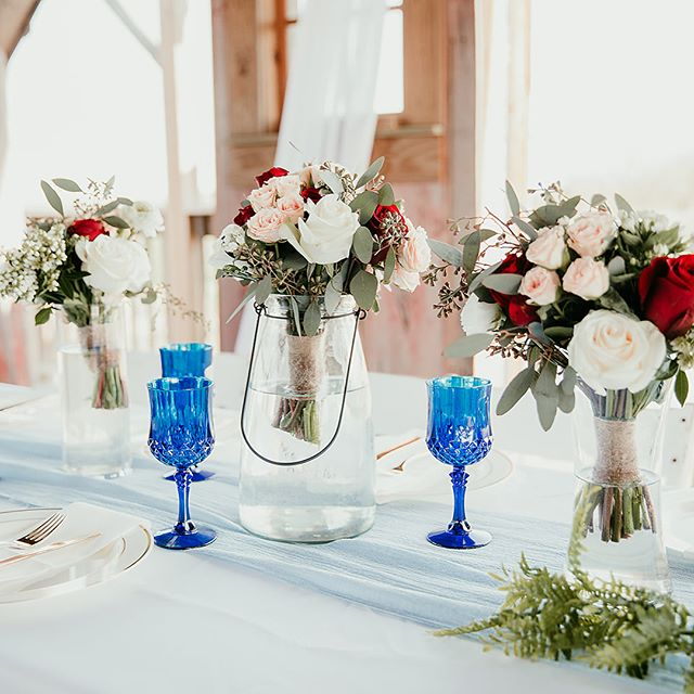 Happy Friday, friends!! I'm dreaming about pretty tablescapes. We've run into a few snags while building our house so fingers crossed we can get those figured out and get to hosting gorgeous parties! Until then we are getting all dolled up for a night on the town. The food, drinks and friends are going to be fabulous!
