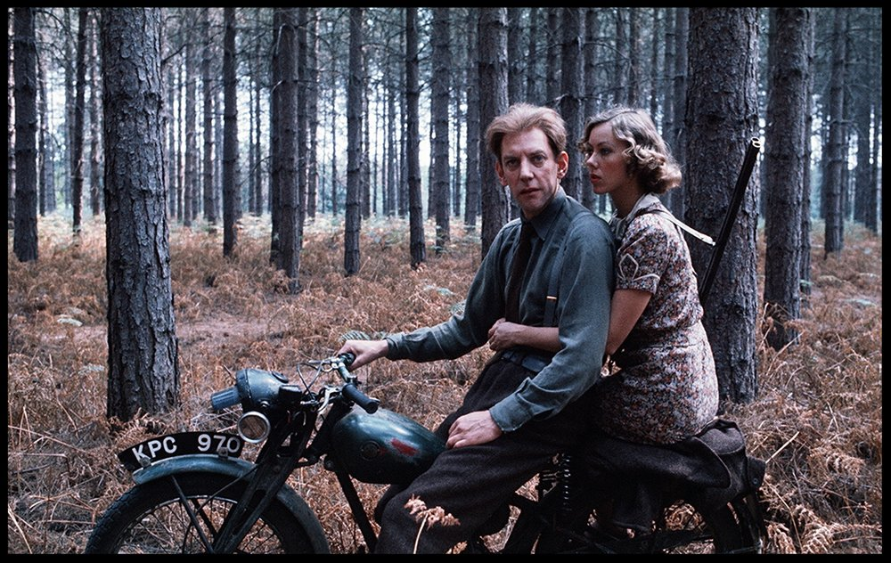 Donald Sutherland and Jenny Agutter on a bike