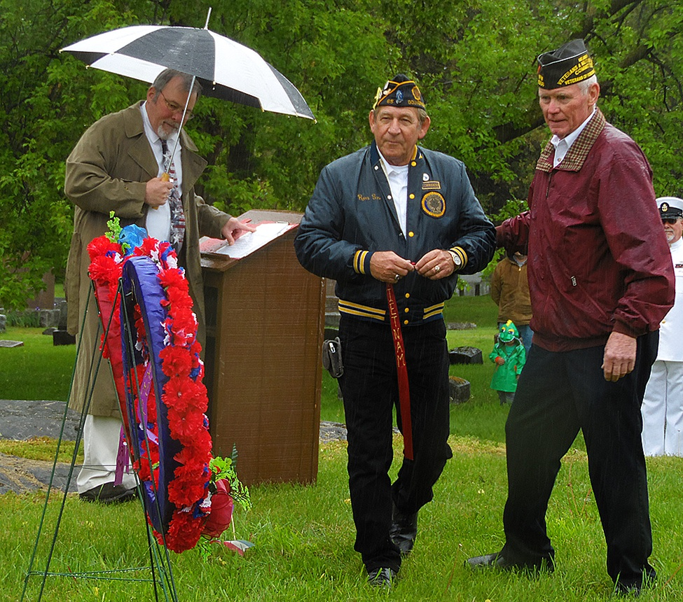 Ronald Hartle walking with the ribbon to honor those who died in service during the Vietnam War, and escorted by Mike Webster. (Rachel Hunter photo)