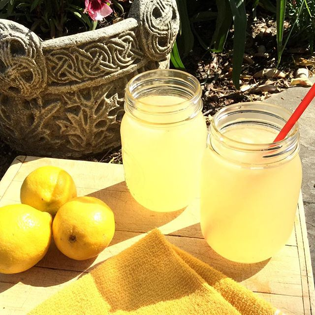 Summer simply begs for freshly squeezed #lemonade 🍋 and I couldn't resist trying my hand at making some! Best part is you control the amount and type of #sugar you use... Honey, maple syrup, coconut palm, whatever you fancy this is the best way to enjoy some good #summer drinking!  The #recipe I used (which is super simple) is on the #blog now... #happy summertime! #food #healthy #mom #mommy #momlife #photooftheday #cleaneating #pswaistline #yummy #beautiful