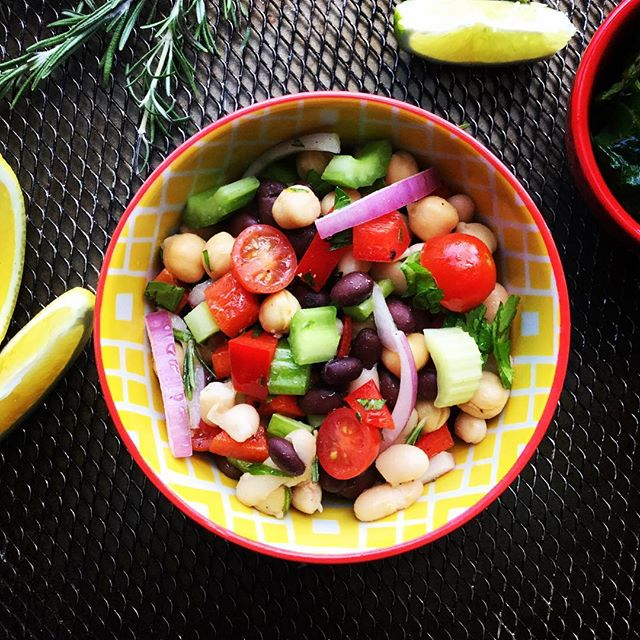 3 bean salad, can you guess the 3? Seasoned with lemon and apple cider vinegar, this dish is filled with tangy #deliciousness it'll make your tongue dance! Yup, it will. #food #instagood #love #wow #cleaneating #pswaistline #dinner #eat
