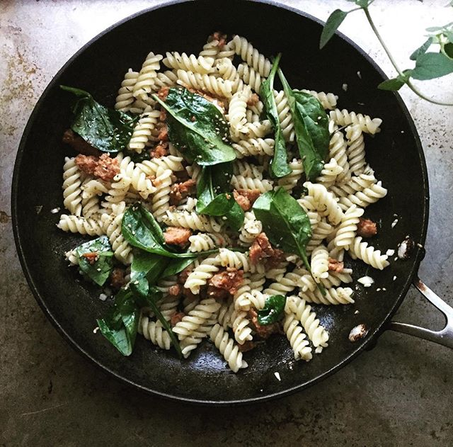 Soooooo every now and again there's #pasta. And hot Italian sausage. There's also #spinach though so even though I cheat, I cheat responsibly 😁! Moderation is a good thing! #food #yummy #eatclean #healthy #momlife #mommy #pswaistline
