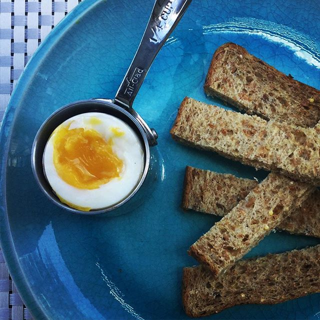 My softy #egg with a few #protein packed soldiers I believe they can be referred to 💪! I've got a hot list of really good post-workout #snacks that won't ruin that perfect sweat you got going on! You can't beat the egg with a few sprouted wheat berried, rye flaked, flax seeded bread from good old #traderjoes List #ontheblog as soon as I hit publish! #food #yummy #cleaneating #pswaistline #healthyfood #exercise #workout