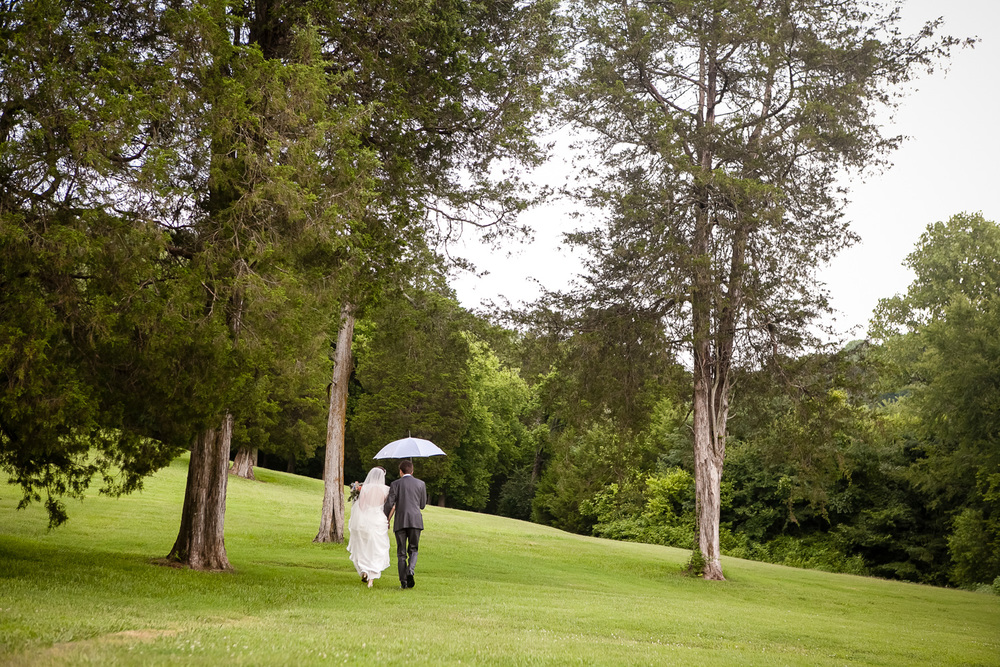 Bride_Groom_Walk_In_Rain_Cedarwood_Nashville