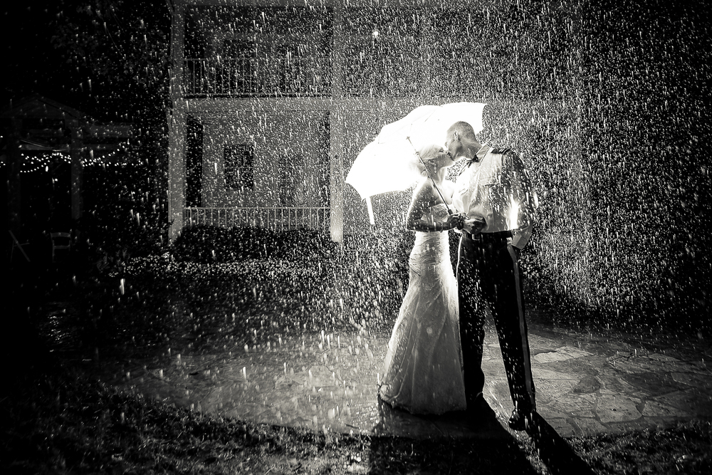 Wedding_Kiss_in_Rain_Cedarwood_Nashville