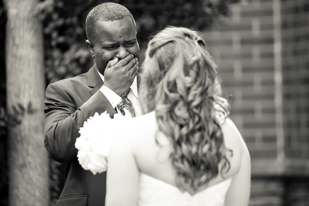 Photojournalism_Groom_Crying_Seeing_Bride