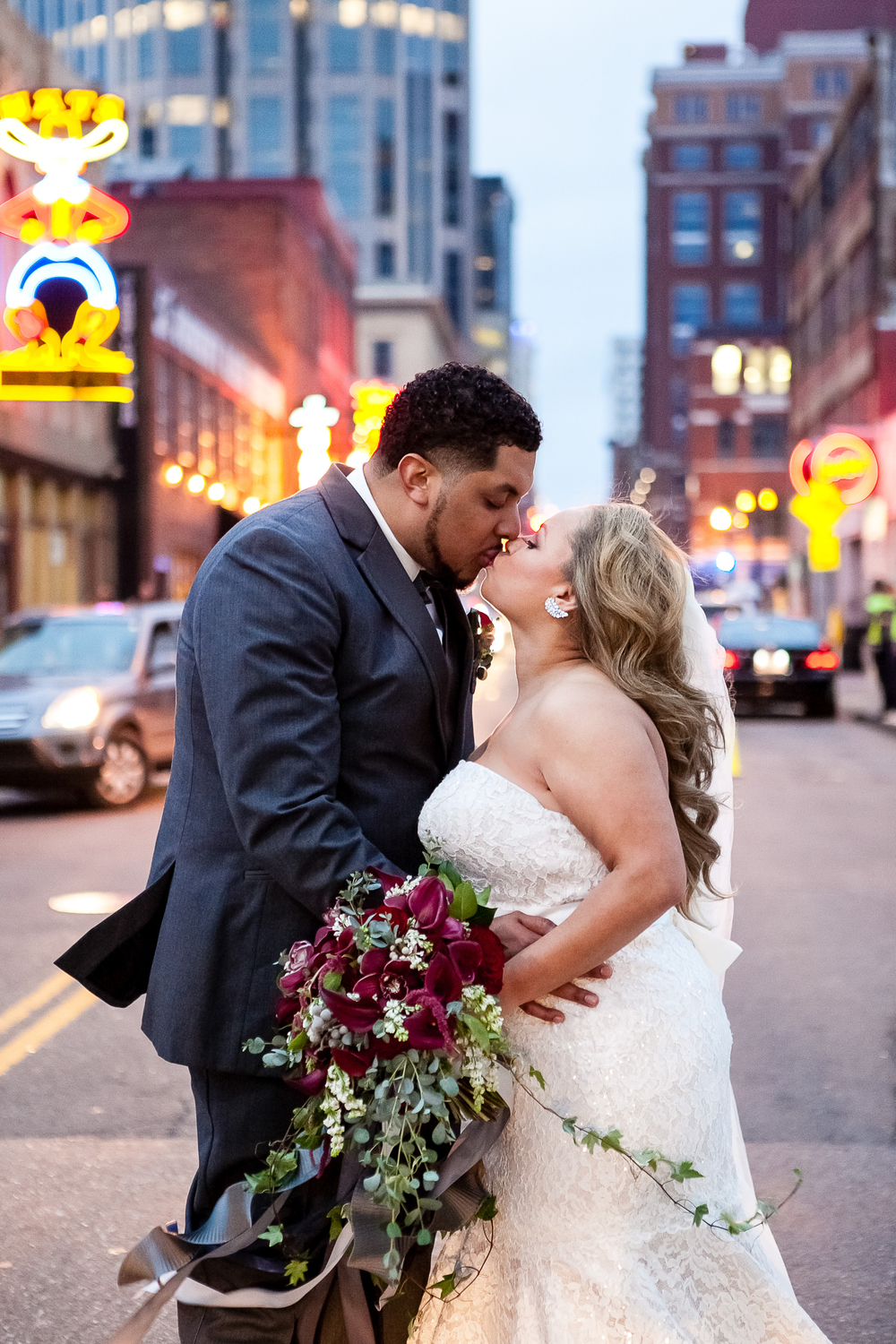 Nashville_City_Lights_Wedding_Photo