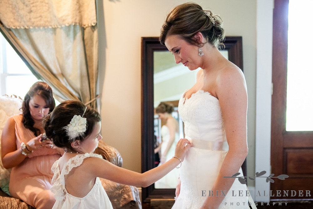 04_Flower_Girl_Admires_Brides_Dress