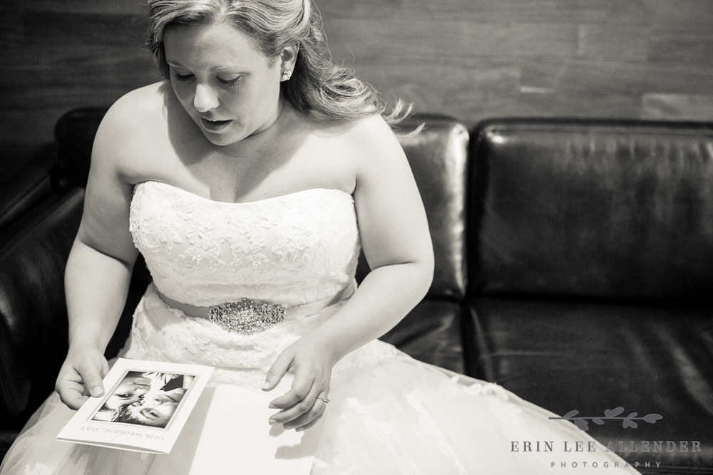 Bride_Cries_Reading_Card_From_Groom