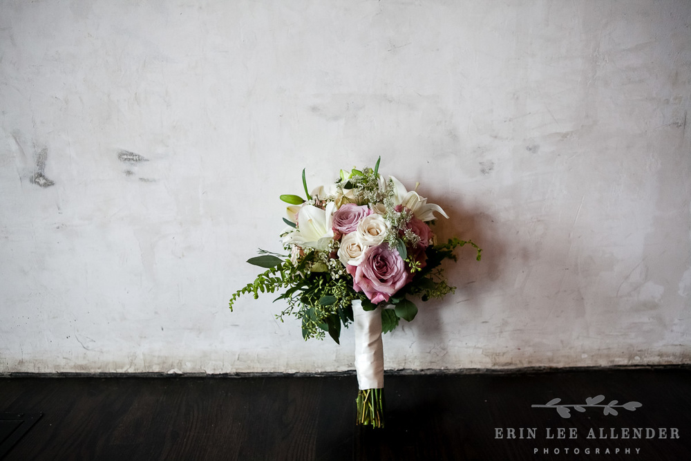 Bouquet_against_distressed_wall