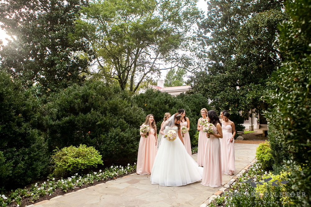 Bridal_Party_In_Garden