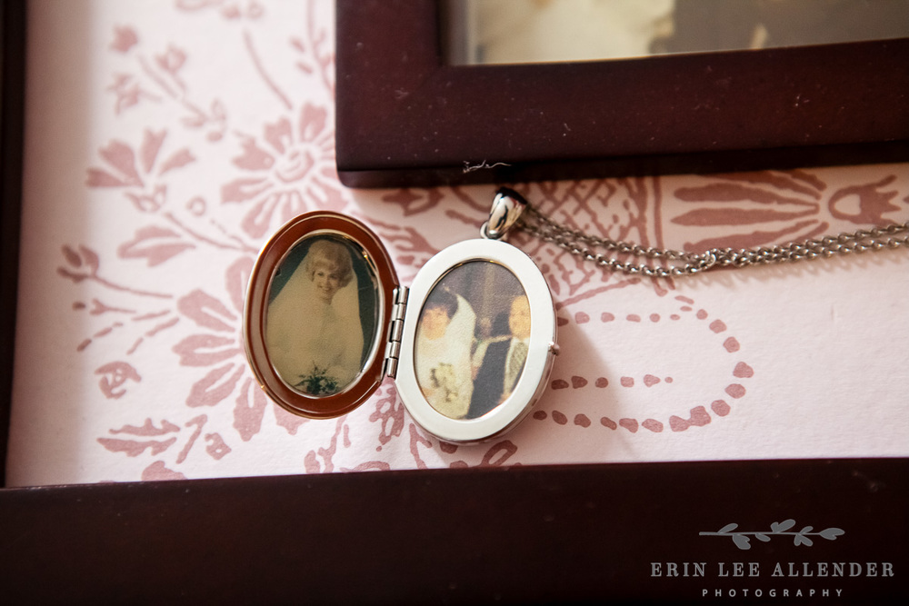 Memory_Locket_with_parents_photos