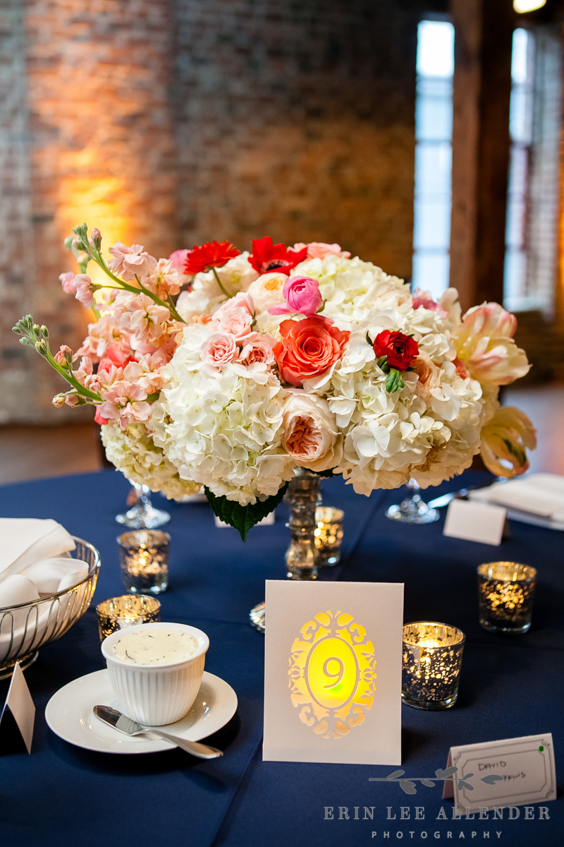 Poppy_Colored_Floral_Arrangement