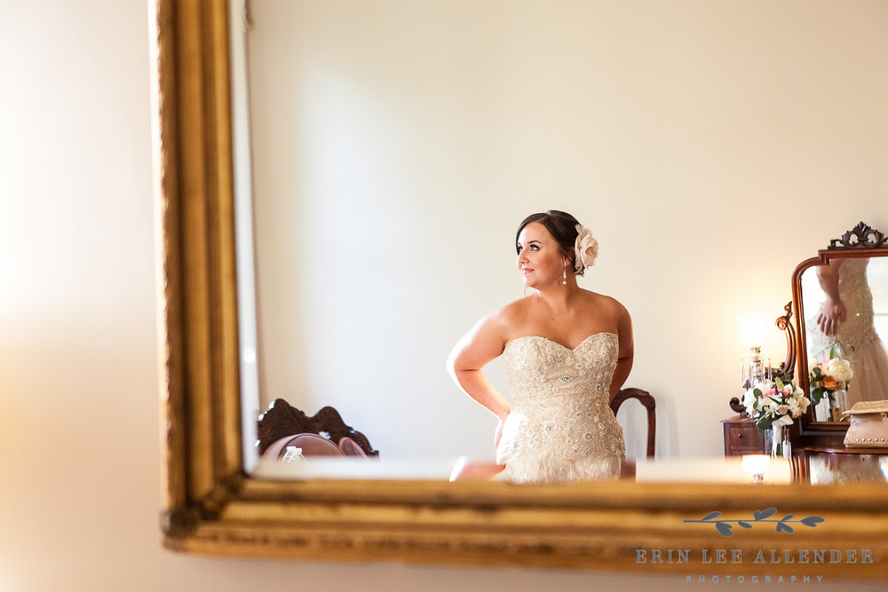 Photograph_Of_Bride_In_Mirror