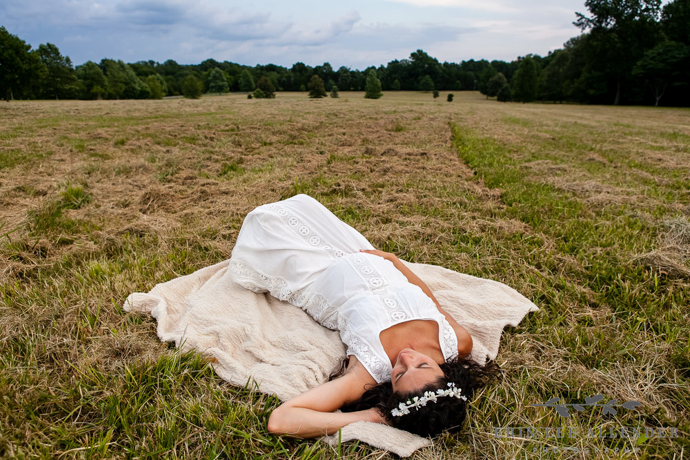 Maternity_Photograph_In_Field