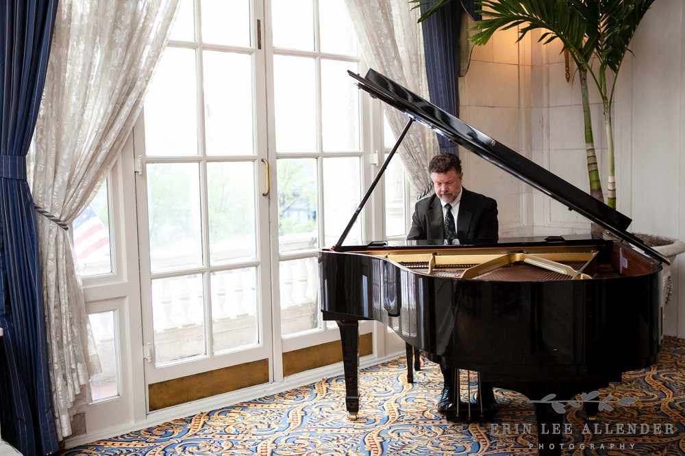 Piano_Player_Wedding