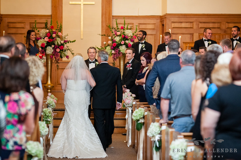 Bride_Father_Walk_Down_Aisle