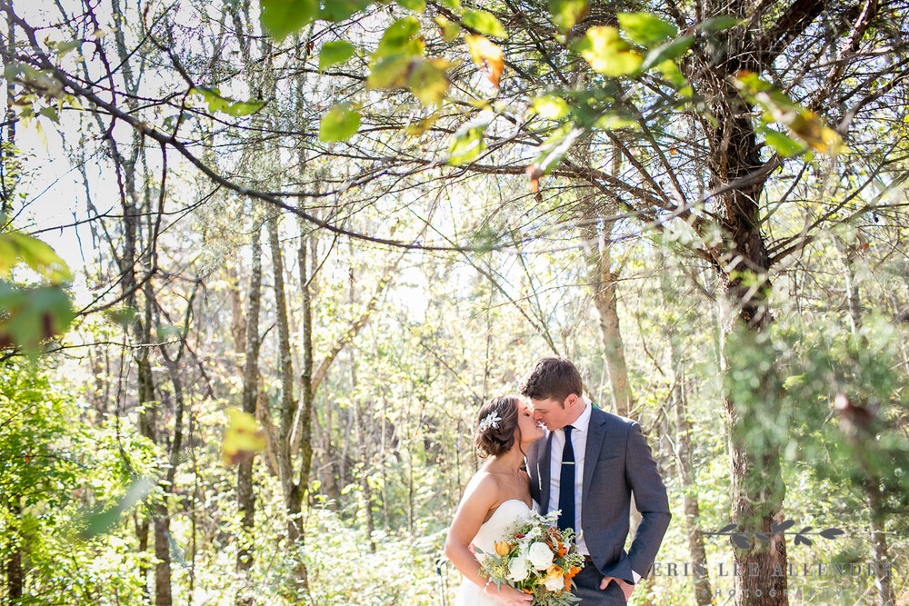 Couple_Kisses_In_Woods