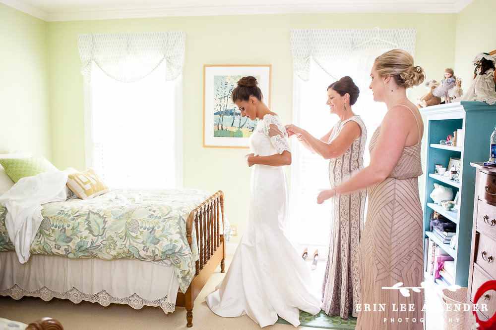 Bride_Gets_Into_dress