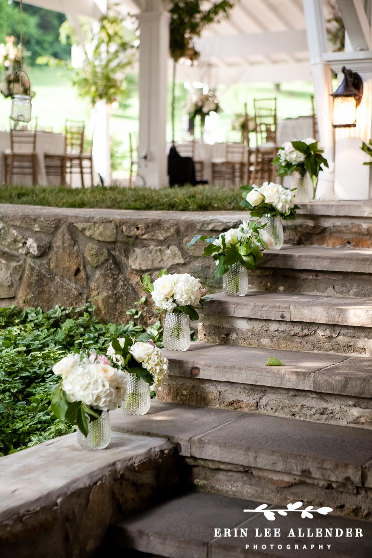 White_Bridesmaids_Bouquets