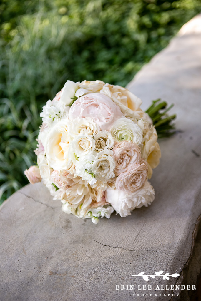 White_and_Garnden_Rose_Bouquet