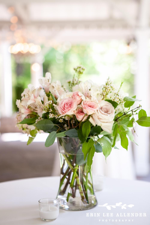 Elegant_Floral_Arrangement