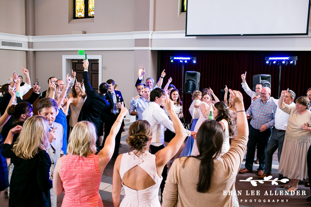 Wedding_Guests_Surround_Bride_Groom_Dnace_Floor