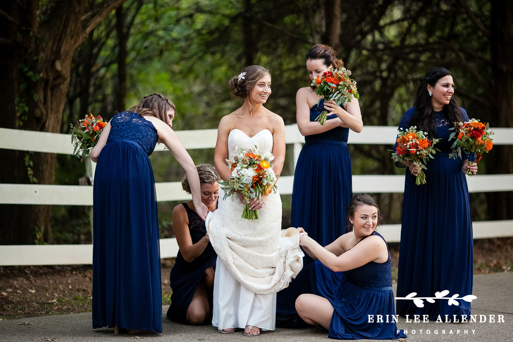 Bridesmaids_Helping_Bride