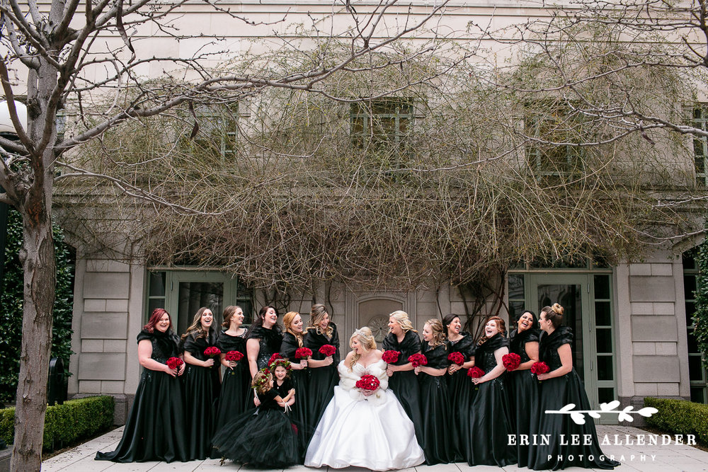 Bridesmaids_Black_Dresses_Red_Roses